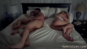 Daddy Mom and Step Daughter Baisin Do Havingsex If They Want One Another Hard