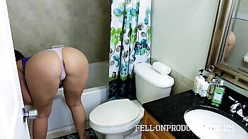 Big Ass SEXY MILF STEPMOM Fucked For Money