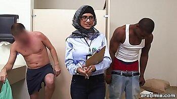 Arab guy fucking white girl Mia Khalifa Tries A Big Black Dick