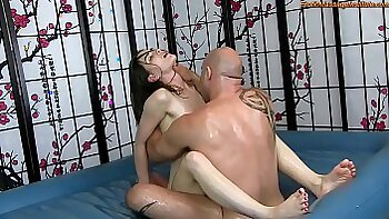 Hot Arab gets oil massage